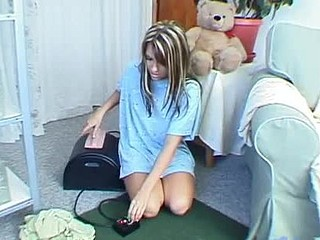 Cute teenie lengths riding on sybian and watch her define