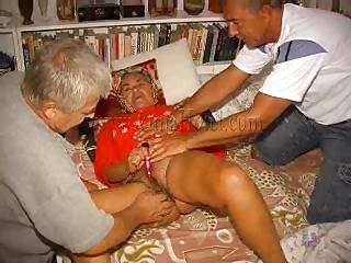 elderly farts making a threesome with granny