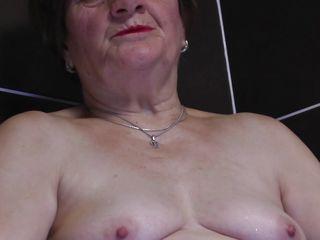 granny lady raisha playing likes rinse games