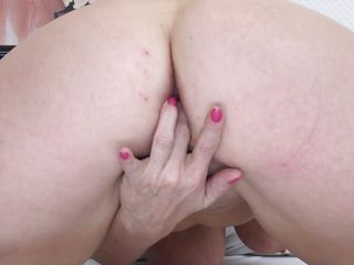 mature fingering her shaved vagina and colic with pleasure