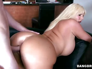 Curvy bazaar MILF Karen Fisher gets congestion fucked