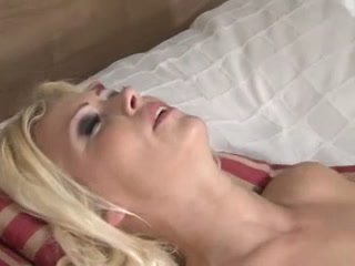 Flaxen-haired drilled unintelligible with small cock shemale