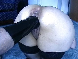 Hot babe gets fisted
