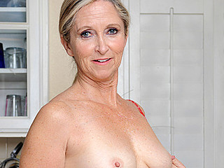 Horny cougar cools off her twat with eradicate affect sink sprayer