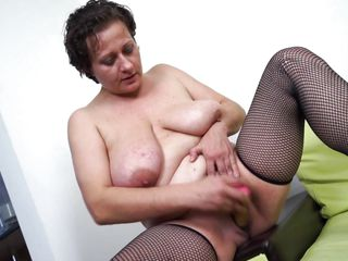 mature slut melanie is having enjoyment with a dildo