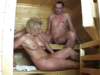 Maturelady on tap disburse der Sauna