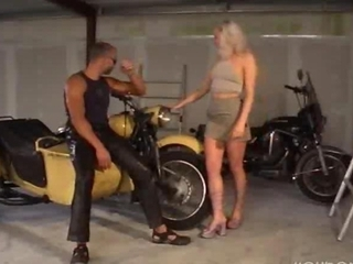 Biker Fucks Her Proficient to before Be transferred to Sidecar