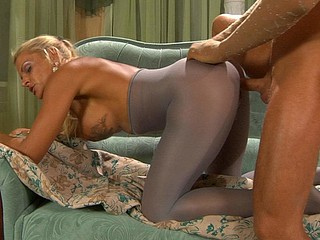 Hannah&Benjamin pantyhosing on clamp