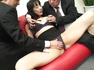japanese milf with limp gut gets clit rubbed