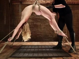 flexible tow-headed get's her cunt exploited