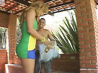 Paty&Diego t-girl bonks guy action